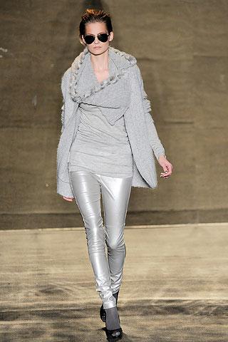 Свитер из коллекции 2010-2011 от Badgley Mischka
