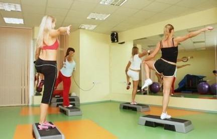какими упражнениями можно убрать жир с живота