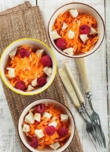 Морковный салат с тофу и малиной