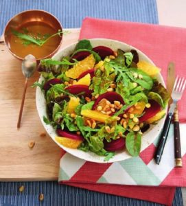 Салат со свеклой, апельсином и пряной заправкой
