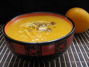 Тыквенный суп с карамелизированными фисташками