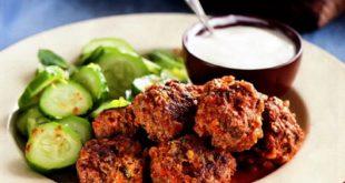 Фрикадельки с огуречным салатом
