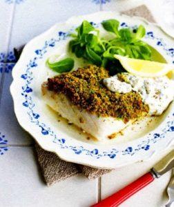 Палтус в зеленой панировке с огуречным соусом