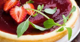 Творожник с ягодным соусом в мультиварке