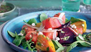 Салат из арбуза и печеной свеклы с укропом и фетой