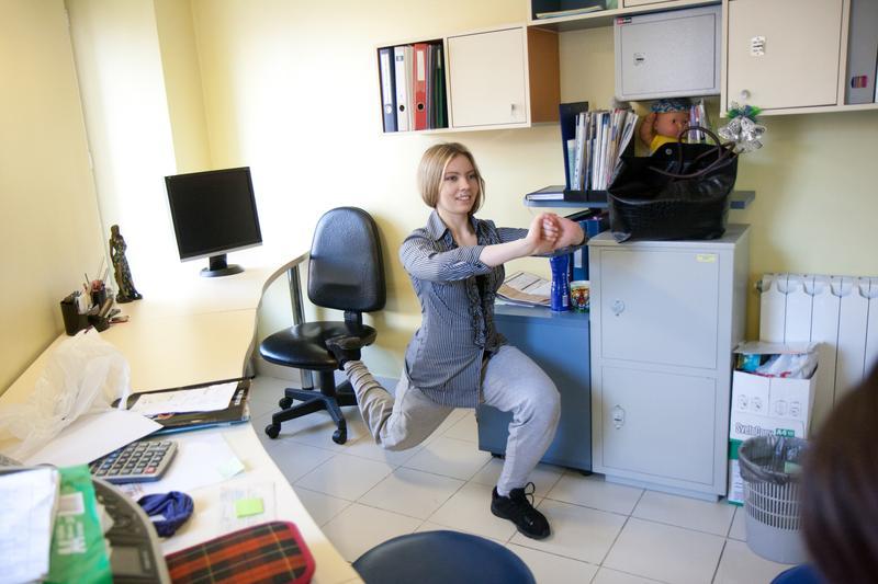 гимнастика в офисе упражнения