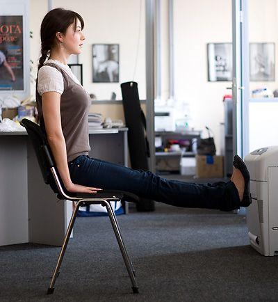 упражнения сидя на стуле в офисе